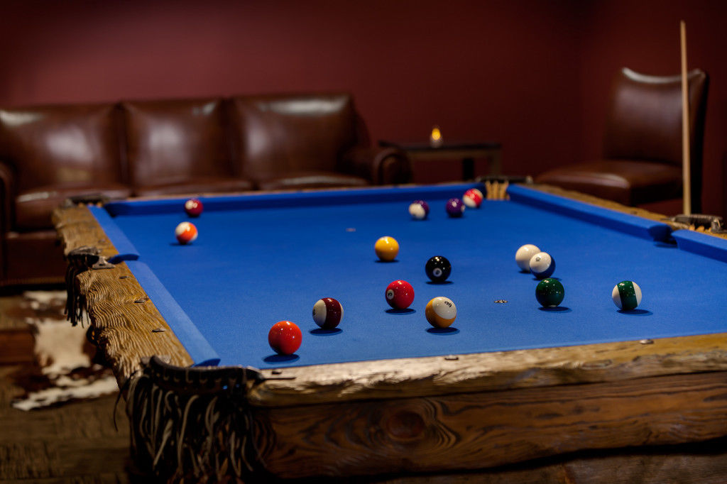 Rustic Log Pool Tables 2017